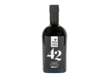 42 Premium Blend extra virgin olive oil - Extra-virgin olive oil made with 42 varieties of olives, selected from all over the world and cultivated on Greek land.<br /> <br><br>Selected for the original positioning related to the ingredients that make up the product.<br>