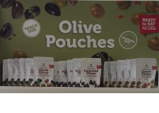 The best way to enjoy olives - no liquid, no mess! Our olives are lightly marinated with a touch of olive oil and spices, and packed into a practical pouch. Various formats and sizes to customize to market & channel needs (retail, travel, convenience). Great taste & texture. Ambient, long shelf life - The best way to enjoy olives - no liquid, no mess! Our olives are lightly marinated with a touch of olive oil and spices, and packed into a practical pouch. Various formats and sizes to customize to market & channel needs (retail, travel, convenience). Great taste & texture. Ambient, long shelf life