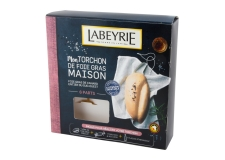 Foie gras kit cuisine torchon - Do-it-yourself kit for foie gras cooked in a towel. Contains a pre-cooked foie gras, a towel and its ties, and a bottle of Armagnac.<br /> <br><br>Selected for the possibility offered to the consumers to make their own foie gras.<br>
