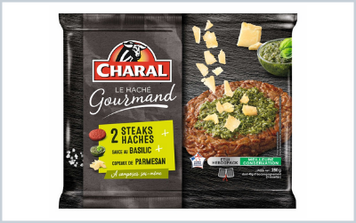 Charal introduces in the packaging of his steak  chopped up a basil sauce and parmesan shavings.